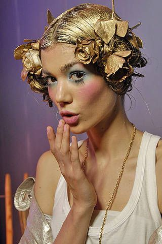 John Galliano Spring 2008 Ready&#45&#x3B;to&#45&#x3B;wear Backstage &#45&#x3B; 001