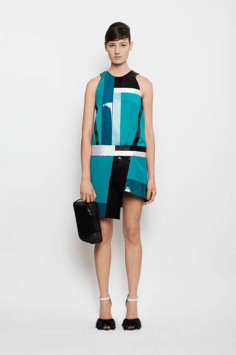 Shoulder, Human leg, Standing, Joint, Bag, Dress, Style, Knee, Waist, Fashion,