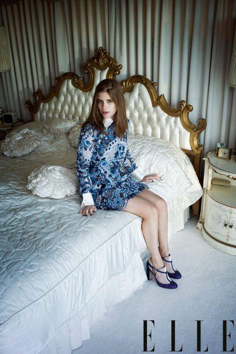 Leg, Hairstyle, Human body, Human leg, Textile, Sitting, Dress, Comfort, Beauty, Knee,