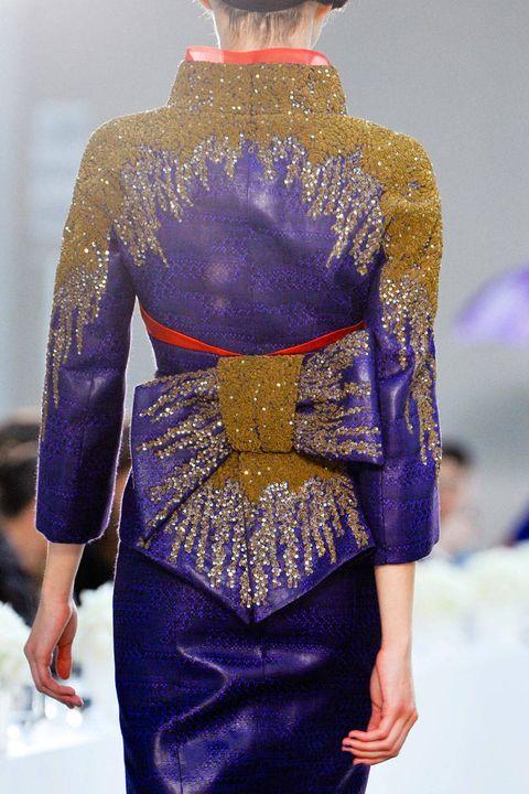 Blue, Shoulder, Joint, Mannequin, Purple, Electric blue, Fashion, Cobalt blue, Waist, Fashion design,