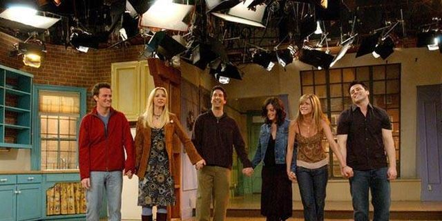 Courteney Cox Is Trying to Organize Her Own 'Friends' Reunion