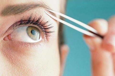Finger, Brown, Skin, Eye, Eyebrow, Eyelash, Iris, Organ, Beauty, Azure,