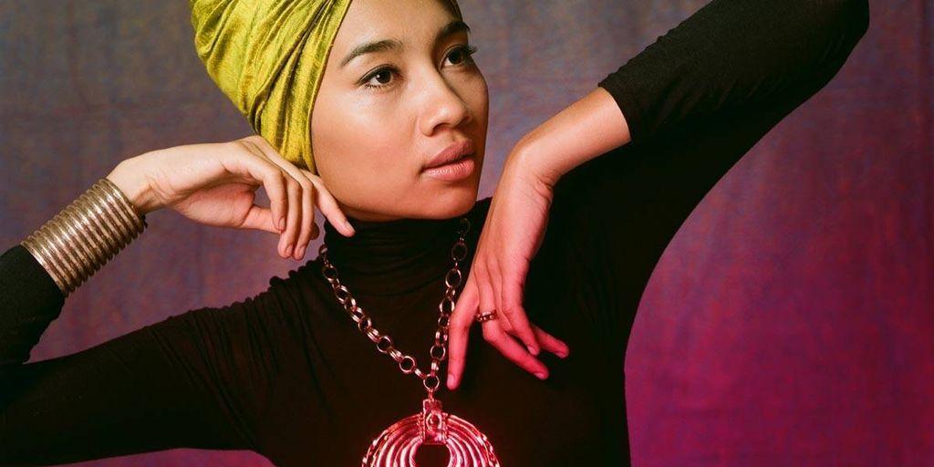 Yuna Zarai Interview - International Pop Music