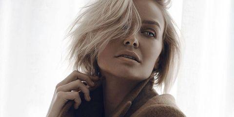 Lip, Hairstyle, Eyebrow, Eyelash, Street fashion, Fashion model, Blond, Step cutting, Photography, Flash photography,