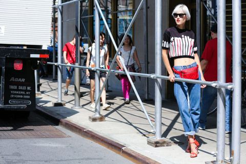Denim, Jeans, Goggles, T-shirt, Sunglasses, Street fashion, Pedestrian, Waist, Sidewalk, Barricade,