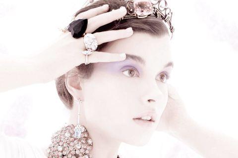 Ear, Lip, Hairstyle, Skin, Forehead, Eyebrow, Eyelash, Bridal accessory, Fashion accessory, Hair accessory,