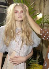 Elspeth Gibson Spring 2004 Ready-to-Wear Backstage 0003