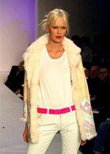 Matthew Williamson Fall 2003 Ready-to-Wear Detail 0002