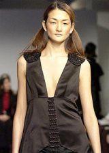 Vera Wang Fall 2003 Ready-to-Wear Detail 0002