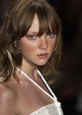 Nicole Miller Spring 2004 Ready-to-Wear Detail 0003