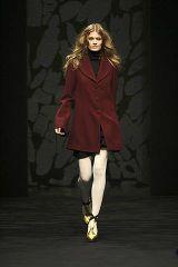 Sleeve, Photograph, Style, Formal wear, Knee, Fashion, Fashion model, Black, Fashion show, Street fashion,