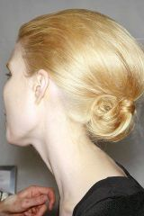 Hair, Ear, Brown, Hairstyle, Forehead, Eyebrow, Earrings, Style, Beauty, Organ,