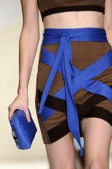 Blue, Yellow, Human leg, Joint, Thigh, Waist, Electric blue, Knee, Fashion, Muscle,