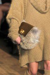 Finger, Sleeve, Textile, Joint, Outerwear, Pattern, Fashion, Street fashion, Beige, Fur,