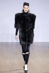 Sleeve, Textile, Joint, Standing, Floor, Style, Fashion, Black, Knee, Fur,