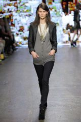 Sleeve, Textile, Photograph, Joint, White, Style, Street fashion, Fashion, Neck, Thigh,