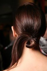 Ear, Brown, Hairstyle, Skin, Shoulder, Joint, Style, Beauty, Back, Black hair,