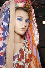 Hairstyle, Hair accessory, Headpiece, Headgear, Orange, Costume accessory, Fashion, Temple, Long hair, Street fashion,