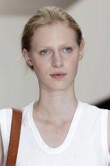 Ear, Lip, Cheek, Hairstyle, Chin, Forehead, Shoulder, Eyebrow, Photograph, Joint,