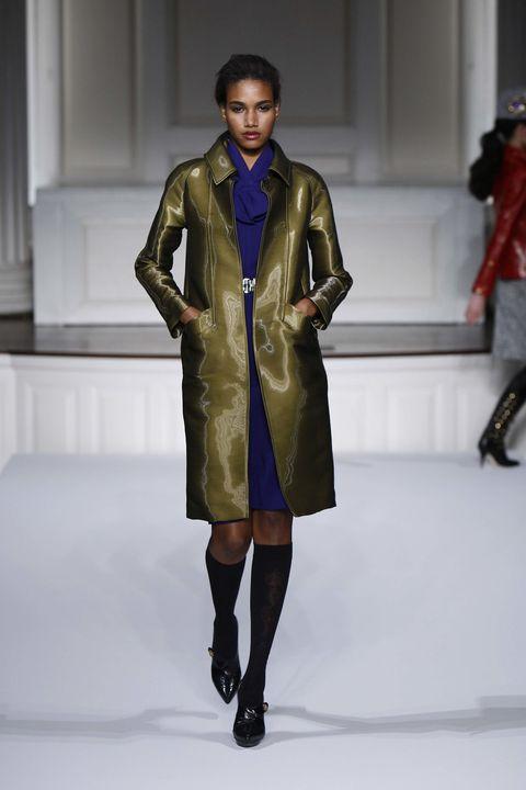 Textile, Fashion show, Joint, Outerwear, Runway, Style, Fashion model, Jacket, Knee, Fashion,