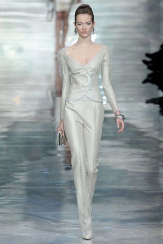 Shoulder, Fashion show, Standing, Style, Fashion model, Waist, Runway, Fashion, Neck, Model,