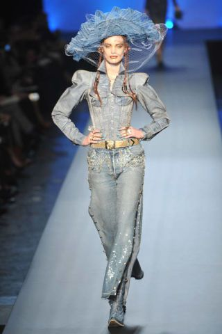 Human, Fashion show, Joint, Style, Runway, Waist, Fashion model, Costume design, Fashion, Model,
