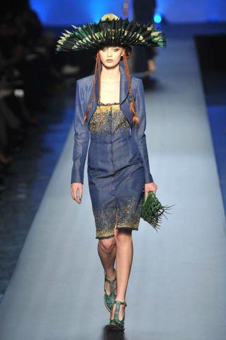 Clothing, Fashion show, Style, Runway, Costume accessory, Fashion model, Fashion accessory, Fashion, Street fashion, Knee,