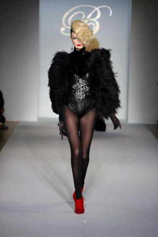 Human body, Shoulder, Fashion show, Style, Runway, Fashion model, Dress, Fashion, Costume design, Costume accessory,
