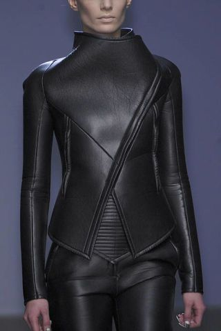 Sleeve, Shoulder, Textile, Joint, Standing, Latex, Waist, Fashion, Leather, Neck,