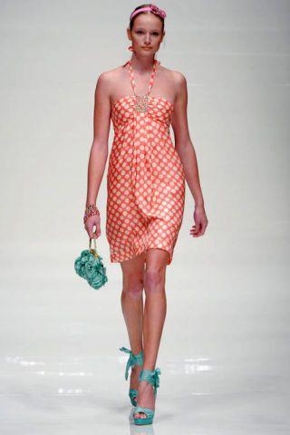 Lip, Human leg, Shoulder, Fashion show, Joint, Style, Runway, Dress, Waist, Fashion model,