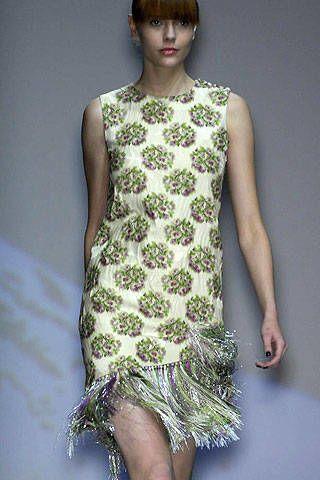 Green, Shoulder, Joint, Dress, One-piece garment, Bangs, Fashion, Fashion model, Neck, Day dress,