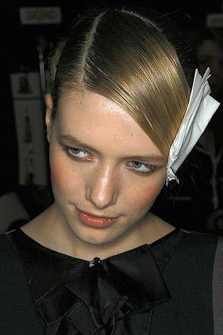 Lip, Hairstyle, Collar, Forehead, Eyebrow, Eyelash, Style, Dress shirt, Beauty, Fashion,