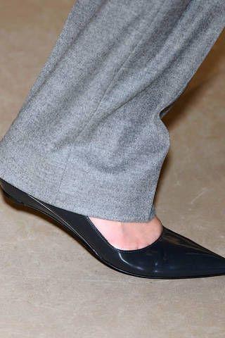 Textile, Joint, Human leg, Black, Grey, Court shoe, Leather, Dress shoe, Basic pump, Foot,