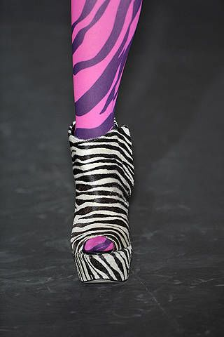 Magenta, Purple, Pink, Violet, Costume accessory, Lavender, Bracelet, Body jewelry,