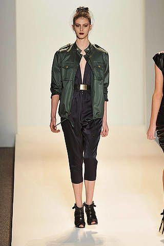 Leg, Sleeve, Human body, Shoulder, Collar, Joint, Style, Fashion model, Knee, Waist,