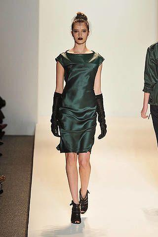 Leg, Sleeve, Human body, Shoulder, Human leg, Dress, Textile, Joint, Standing, Waist,
