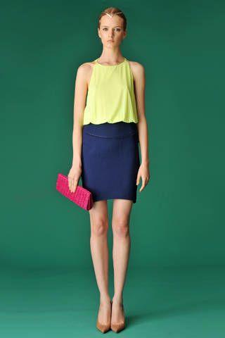 Leg, Human leg, Green, Sleeve, Shoulder, Textile, Standing, Joint, Waist, Style,