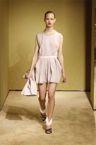 Sleeve, Shoulder, Human leg, Joint, Standing, Style, Floor, Waist, Knee, Flooring,