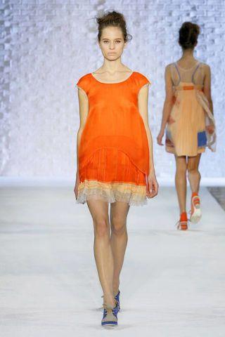 Clothing, Leg, Hairstyle, Human leg, Shoulder, Fashion show, Dress, Joint, One-piece garment, Fashion model,