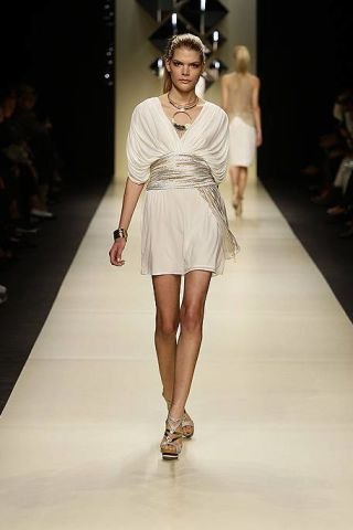 Clothing, Fashion show, Hairstyle, Event, Shoulder, Human leg, Runway, Joint, Fashion model, Style,