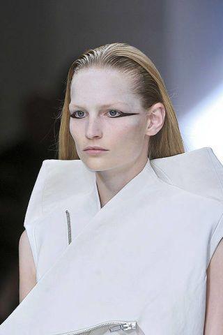 Lip, Hairstyle, Skin, Forehead, Shoulder, Eyebrow, Jaw, Collar, Eyelash, Uniform,