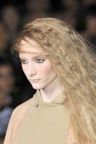 Lip, Cheek, Brown, Hairstyle, Collar, Chin, Forehead, Eyebrow, Style, Dress shirt,