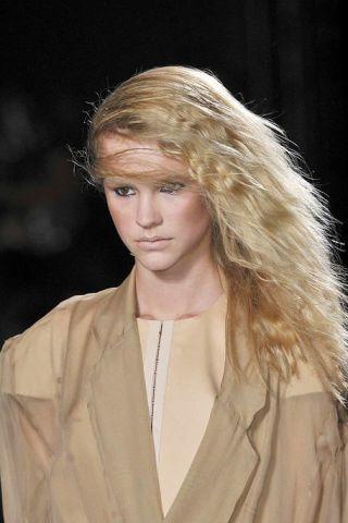 Clothing, Lip, Hairstyle, Sleeve, Forehead, Collar, Eyebrow, Style, Blazer, Fashion,