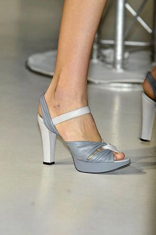 Footwear, Leg, Human leg, Joint, Tan, Foot, Sandal, Fashion, Grey, Toe,