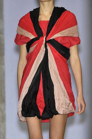 Sleeve, Shoulder, Human leg, Fashion show, Textile, Red, Joint, Style, Fashion model, Fashion,