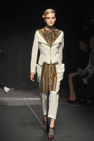 Fashion show, Outerwear, Runway, Style, Fashion model, Fashion, Neck, Model, Knee, Jewellery,