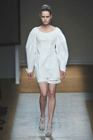 Sleeve, Human leg, Shoulder, Fashion show, Joint, White, Dress, Style, Floor, Fashion model,