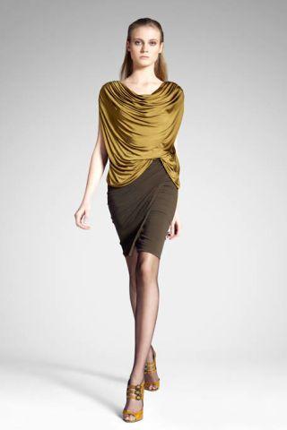 Yellow, Sleeve, Human leg, Human body, Shoulder, Photograph, Joint, Standing, Waist, Fashion model,