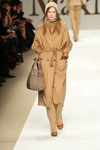 Clothing, Footwear, Brown, Sleeve, Fashion show, Shoulder, Textile, Joint, Outerwear, Runway,