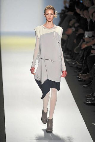 Clothing, Footwear, Fashion show, Event, Shoulder, Human leg, Runway, Joint, Outerwear, Fashion model,